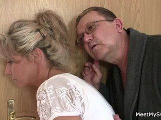 Han leaves och sensuous parents seduces hans kryddig nymph