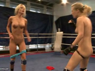 Laura kristall och michelle dampened fighting stripped