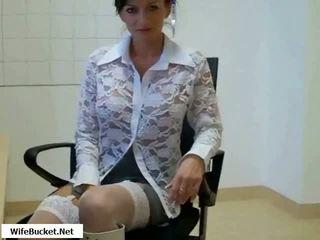 Gorące mama fucked w biuro wideo