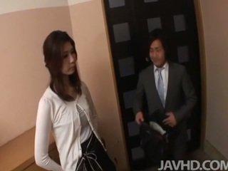 Horny businessman seduces sexy cougar