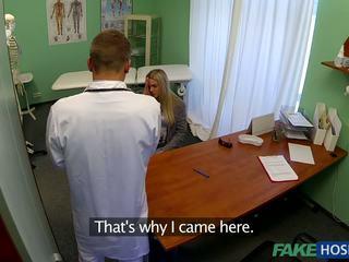 Medic banged tineri pacient.