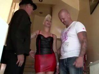 Punky hooker fucks tourist