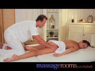 Pijat rooms seksi model gets expert pengobatan dan has dalam gambar/video porno vulgar puncak syahwat