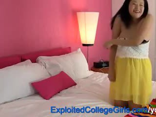 Embarazada asiática adolescente corrida interna
