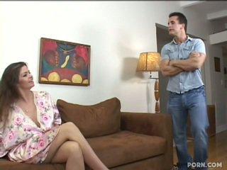 Tettona step-mom scopata suo figlio