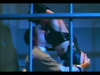 巨乳 female 警察 在 制服 和 膠乳 手套 deepthroating 和 他媽的