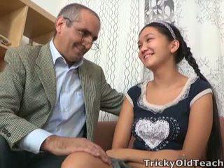 Tricky الذين تتراوح أعمارهم بين معلم has فوق إلى له nuts داخل الآسيوية crotch