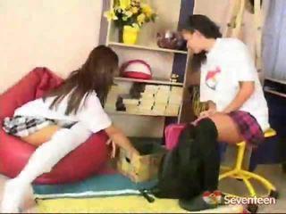 Schoolgirls nál nél játék szex játék