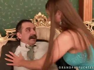 Cathy heaven enjoys seksas su senelis