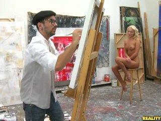 An artist meklē par a modele līdz paint