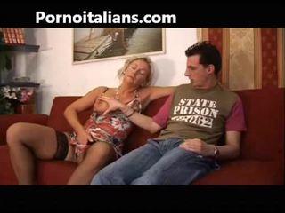 Italian slut fucks mom with son - mamma italiana troia scopa con figlio italia