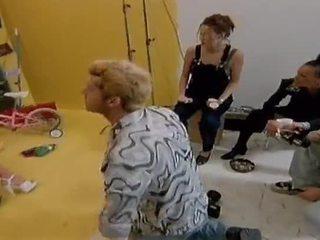 Two палав лесбийки модели ям всеки друг навън на camera