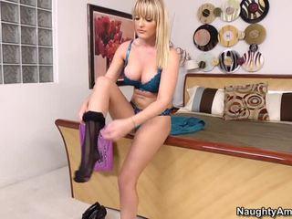 Грудаста блонди tristyn kennedy знімання одягу