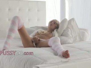 Berambut pirang babe emma mae di seksi kneesocks