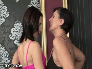 kissing mov, ideal piercings, online pussy licking clip