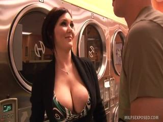 Insanely sexy nena claire dames rides dong til ella cums