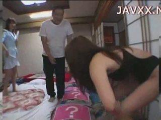 Érett japán picsa rides egy stiff boner hogy elér neki orgazmus