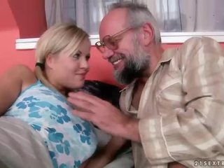 Senelis ir paauglys having malonumas ir karštas seksas