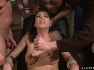 Kolm guys punishing ja keppimine a ori tüdruk