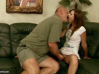 Heldig gammel guy knulling hot jente