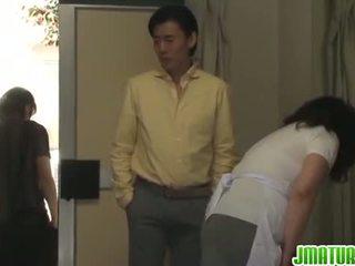 Äldre chizuru moans hård från en stiff knull