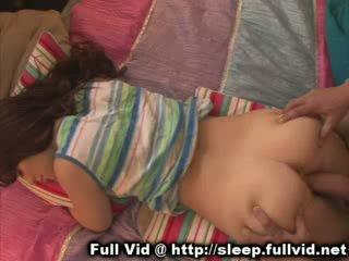 Alvás tini arcra élvezés