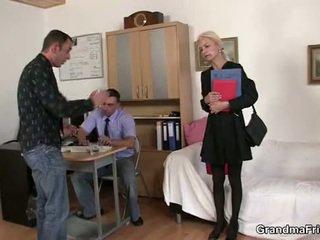 Two dudes aktsia vana blond sisse the kontoris