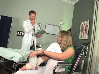 Disabled babe bermula kepada rasa toe menghisap