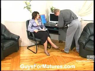 Christina un adrian apdullinātas māmiņa iekšā darbība