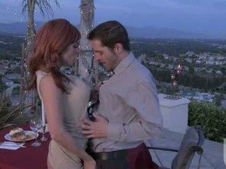 Rood headed vriendin jadra holly gives haar boyfriend an fantastisch oraal stimulation