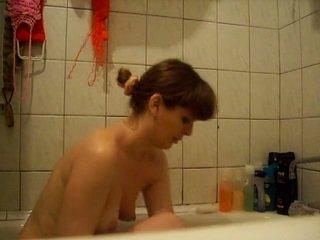 Ruse amatore shtëpiake showering në camera