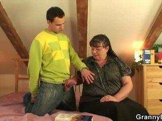 Bà nội bet: to busty bà nội quái trẻ con trai.