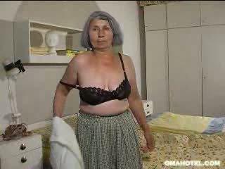 tua, lebih tua, nenek