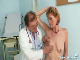 Klasiškas senas ponia mila needs gyno clinic examination