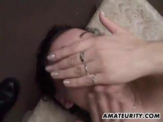 Amateur girlfriend take huge loads of cum on face