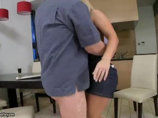 The Perfect Housewife - Valentina Blue