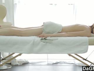 Thanking den massasje therapist med en blowjob