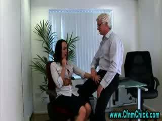 Одягнена жінка голий чоловік офіс краля gets гаряча