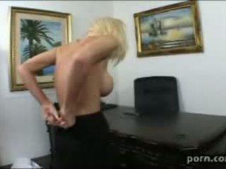 brunette klem, hardcore sex porno, vol pijpen scène