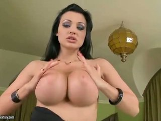 Nice Looking Aletta Ocean Masturbating