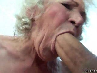 Berpayu dara besar nenek gets beliau berambut lebat faraj fucked
