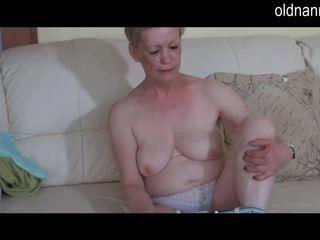 Solo שמנומנת סבתא masturbate