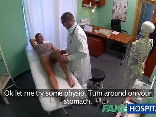 Fakehospital מלוכלך אמא שאני אוהב לדפוק סקס addict gets מזוין על ידי the רופא תוך שלה בעל waits