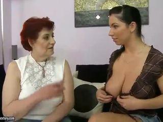 Gemuk nenek dan buah dada besar remaja appreciating lesbo porno