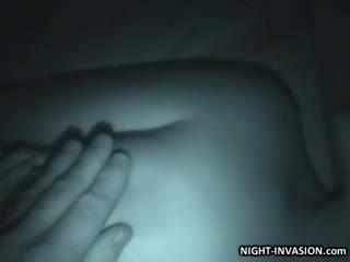בובה stroking shaft ב שינה
