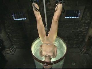 Bondage et eau torture