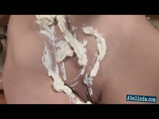 Seksual young abelinda smothers her süýji emjekler and twat in cream and frigs her amjagaz