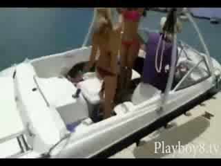 Απίθανη topless Καυτά νεοσσών με μεγάλος rack tryout wakeboarding