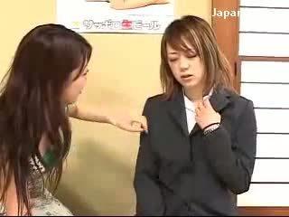 Jung mädchen getting hypnotisiert von dame bis kraft sie muschi licking