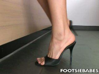 Footsie Babes: Leanna Sweet's sweet sweet cunt